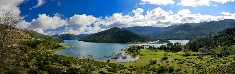 File:Sierra de Cazorla - Pantano del Tranco.jpg