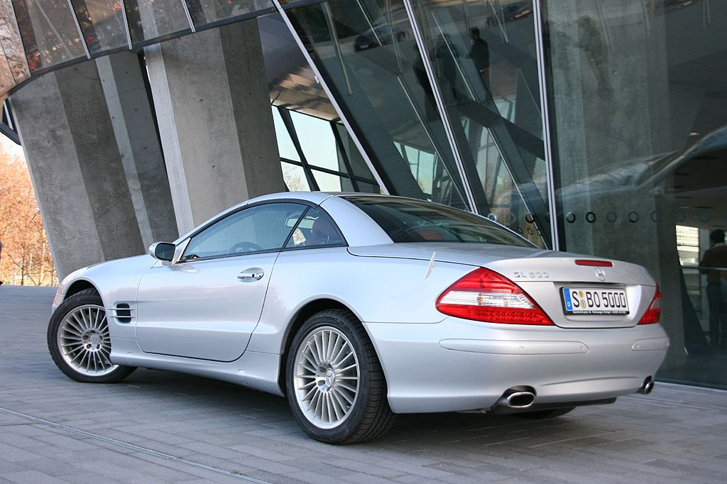 file silver mercedes benz sl 500 r230 jpg wikimedia. Black Bedroom Furniture Sets. Home Design Ideas