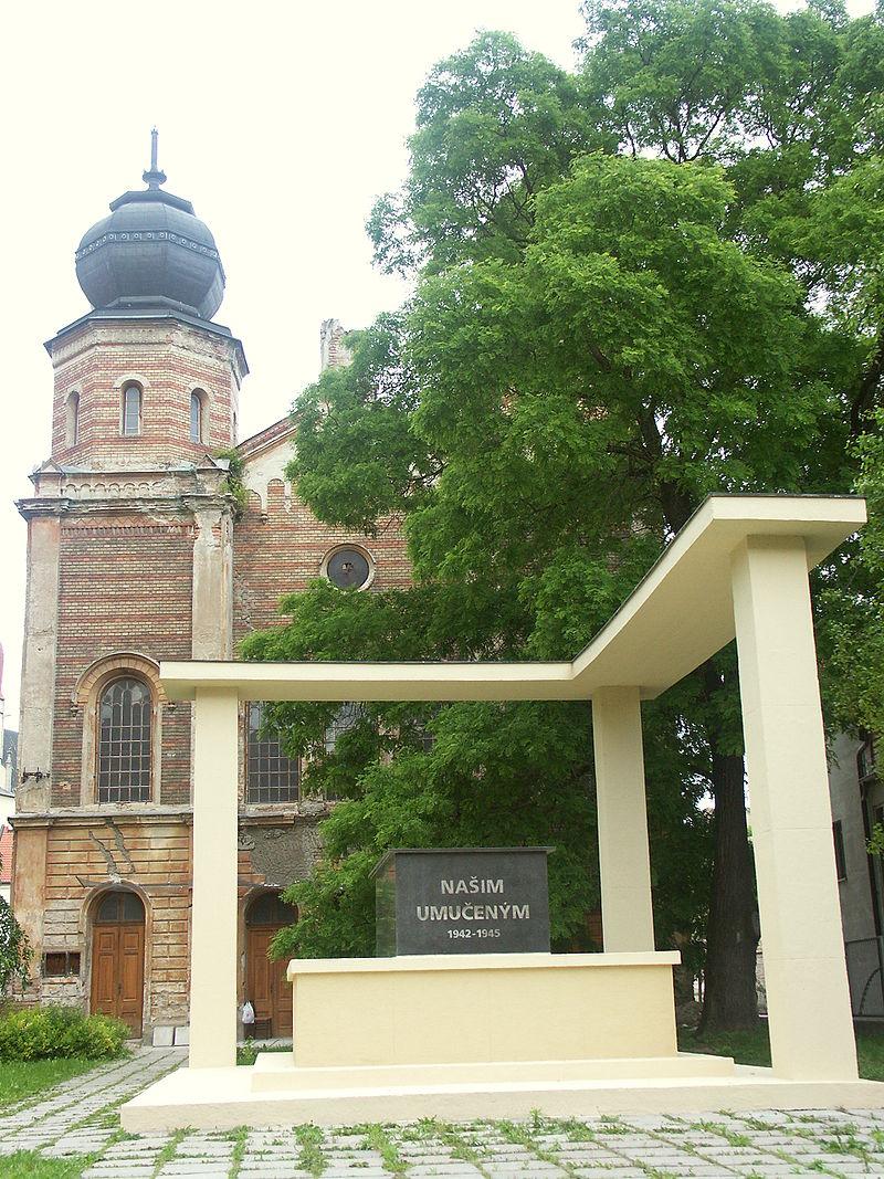 Slovakia Trnava Synagoga spredu.JPG