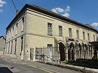 Soissons (02), abbaye Saint-Léger, musée municipal et cloître, vue depuis le sud-ouest.jpg