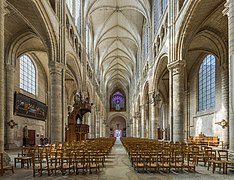 Soissons Cathedral Nave 2, Picardy, France - Diliff.jpg