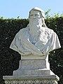 Statue représentant Léonard de Vinci, château d'Amboise.JPG