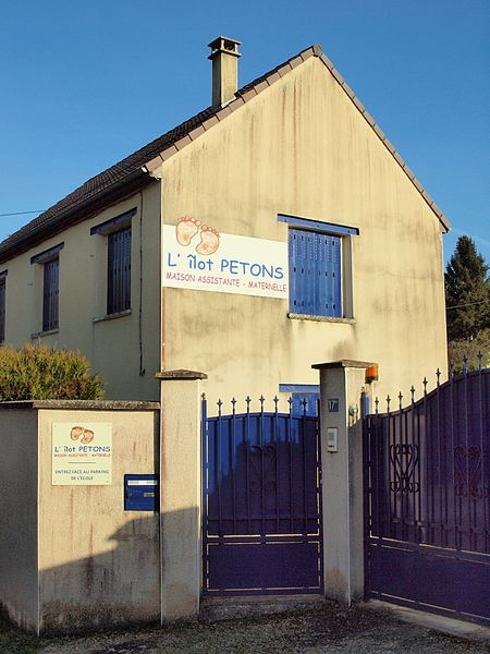 Subligny (Yonne, France); la Maison des assistantes maternelles dite L'île PETONS.