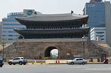 Sungnyemun back through gate.jpg