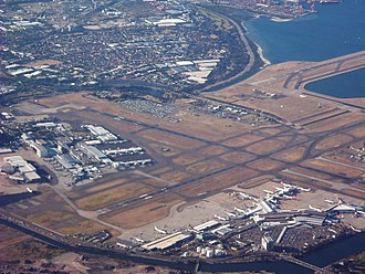 Sydney Airport - Image: Sydney Airport (2004) By Air