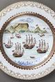 Tallrik med mönstret Godahoppsudden som föreställer Taffelberget i Sydafrika - Hallwylska museet - 107692.tif