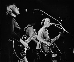 Kristin Hersh - Throwing Muses: Tanya Donelly, Fred Abong, Hersh, Glasgow, 1991