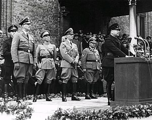 Hanns Albin Rauter - Leider Anton Mussert giving a speech to NSB volunteers in Den Haag, October 1941. To the rear are Rijkscommissaris Arthur Seyss-Inquart, general Hendrik Seyffardt and SS Obergruppenführer Hanns Albin Rauter