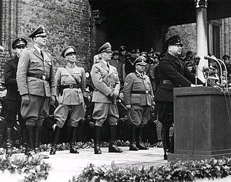 Anton Mussert - Mussert giving a speech to NSB volunteers in The Hague, October 1941. To the rear are Rijkscommissaris Arthur Seyss-Inquart, general Hendrik Seyffardt and SS Obergruppenführer Hanns Albin Rauter.