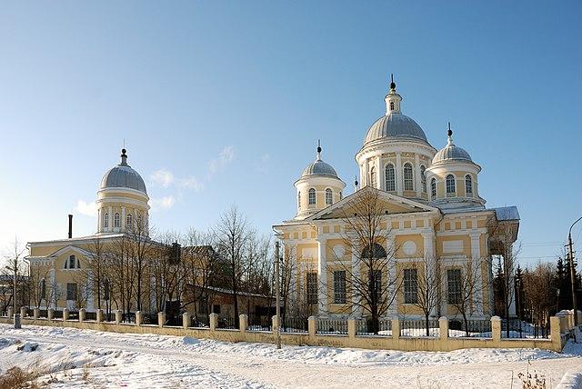 https://upload.wikimedia.org/wikipedia/commons/thumb/e/e6/Torzhok_017.jpg/640px-Torzhok_017.jpg