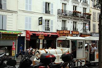 Boulevard de Clichy - Image: Tourist train on boulevard de clichi