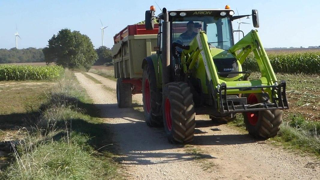 """Tracteur """"Claas Arion"""" à  Fromenteau  Turcey Côte-d'Or Bourgogne-Franche-Comté.-  Côte-d%27Or Bourgogne-Franche-Comté.- France"""