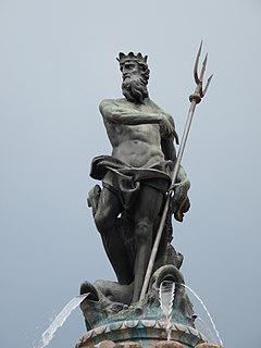 Trento-statue on top of the fountain of Neptune-side.jpg