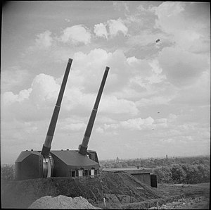 QF 5.25 inch gun - Twin naval anti-aircraft mounting at Primrose Hill, London, August 1943