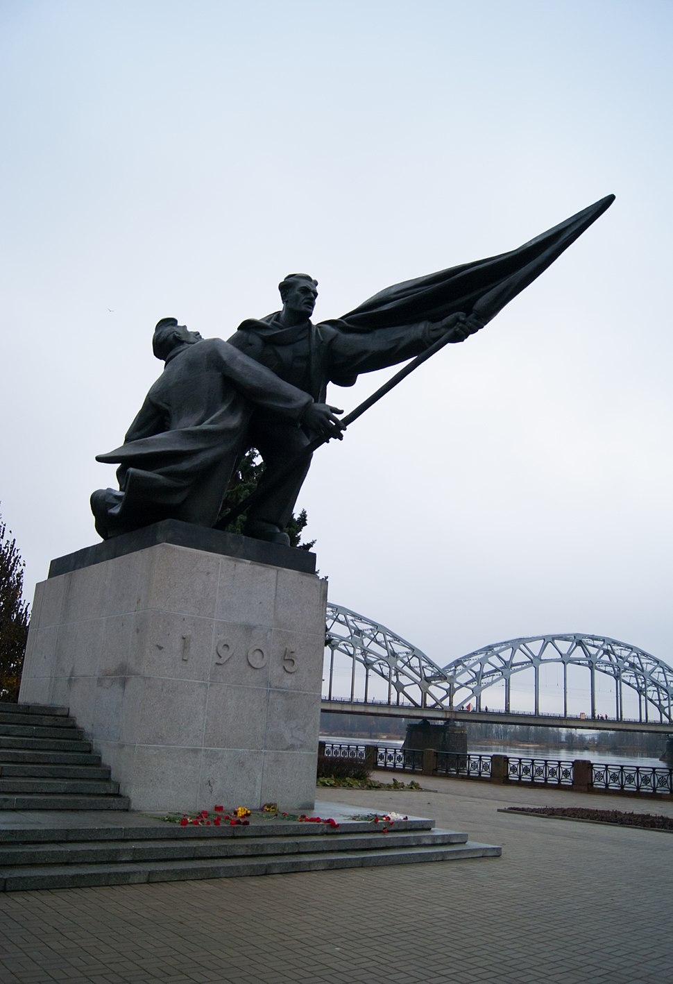 Two Struggling Soldiers memorial in Riga (8228844765)