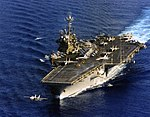 USS Independence (CV-62) underway at sea on 10 March 1996.jpeg