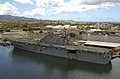US Navy 040706-N-6811L-254 The amphibious assault ship USS Tarawa LHA 1 sits pierside Pearl Harbor, Hawaii.jpg