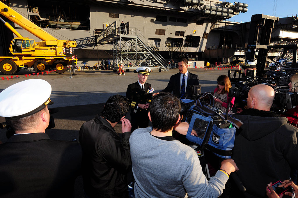 File:US Navy 120106-N-NB544-028 Capt. Thom Burke, commanding ...