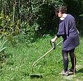 Une femme dans son jardin.jpg