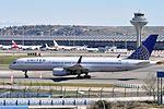 United Airlines, Boeing 757-224(WL), N48127 - MAD (21447672501).jpg