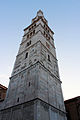 Veduta angolare della Torre Ghirlandina di Modena.jpg