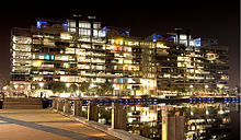 Description de l'image  Victoria Harbour Offices at Night.jpg.