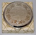 Vintage Stratton Women's Powder Compact, Measures 3 Inches In Diameter, Made In England (30353080753).jpg