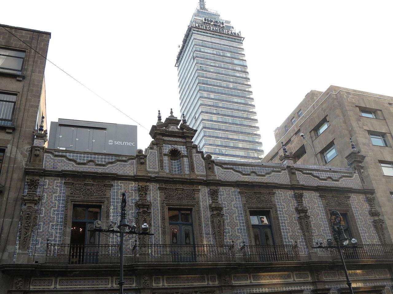 F jl vista de la casa de los azulejos con la torre for La casa de los azulejos leyenda