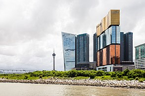 Vista de los casinos desde el Centro de Ciencia, Macao, 2013-08-08, DD 06