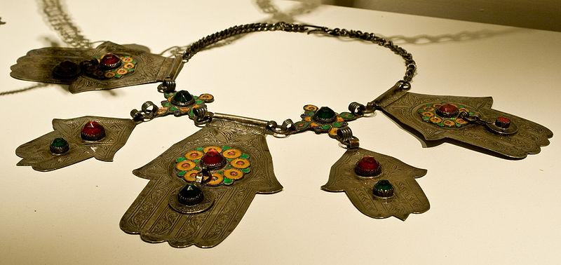 File:WLANL - Pachango - Tropenmuseum - Handjes van Fatima.jpg