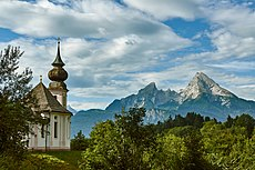 Wallfahrtskirche Maria Gern mit Watzmann, Berchtesgaden (01987).jpg