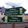 Wanderwegweiser in Schmiedeberg Pöbeltalstraße - am Gemeindeamt.jpg
