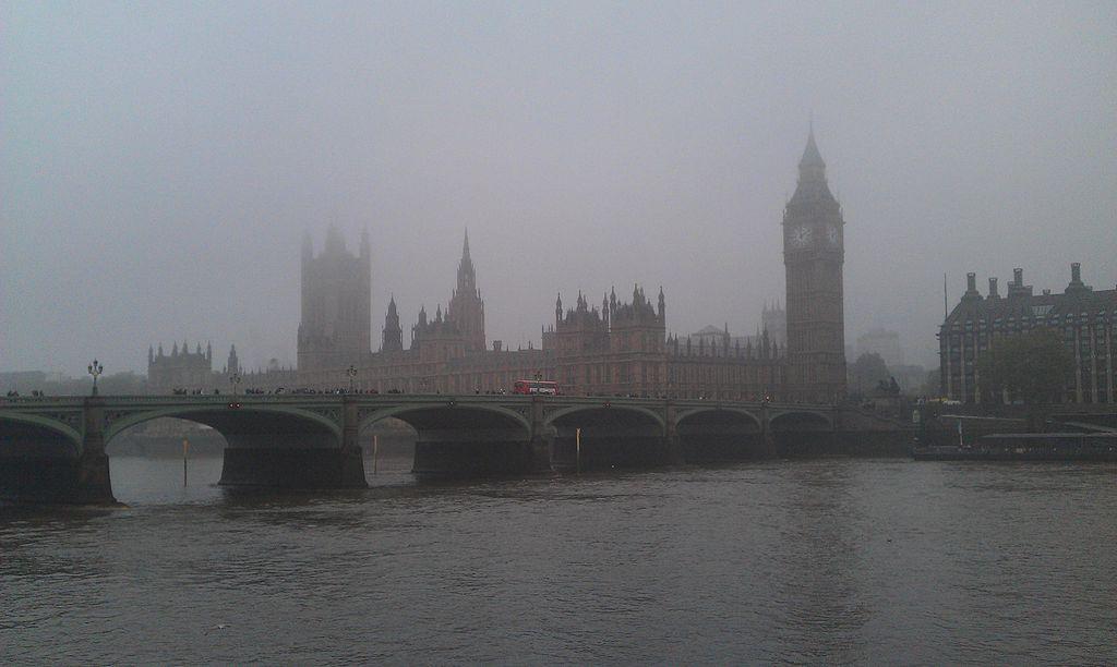 جولة في مدينة الضباب ( لندن ) 1024px-Westminster_fog_-_London_-_UK.jpg