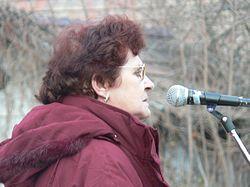 Wittner Mária beszédet mond egy 2007-es szoboravatáson