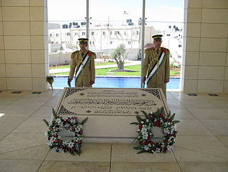 Cause of Yasser Arafat's death - Palestinian honor guard stationed at Arafat's temporary tomb in Ramallah