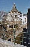 zuidgevel, met zicht op gedeelte van het koor dat over de dieze is gebouwd -