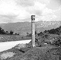 """""""Križ"""" ob cesti Manče - Štanjel (blizu Goč), zadaj Nanos 1958.jpg"""