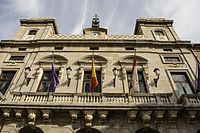 Ávila, town hall, flags.jpg