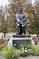 Іваньки. Братська могила радянських воїнів біля клубу2.jpg