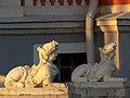 Кусково Сфинксы на парадной лестнице дворца Москва 2019 фото 4.jpg