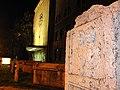 Римски надгробен споменик, саркофази и старата железничка станица - Скопје 2.JPG
