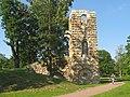 Стрельна. Орловский парк. Башня-руина после реставрации 01.jpg