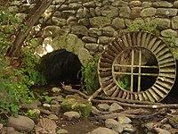 תחנת קמח עתיקה בנחל חרמון.jpg