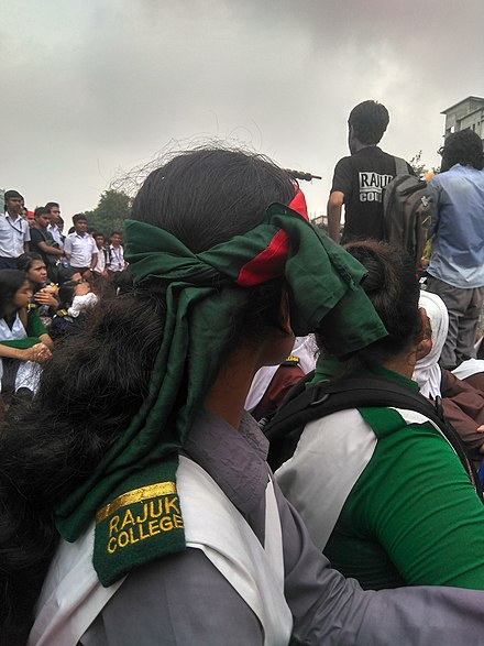 High school students across the country took part in the 2018 Bangladesh road-safety protests niraapd sdd'ker daabite chaatrder absthaane raajuk klejer prtinidhiraa.jpg