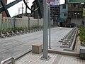 台北捷運橘線徐匯中學站1號出口旁的腳踏車停車處.JPG