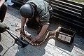 004 Préparation des bandes pour mitrailleuse lourde (12.7mm, Cal 50) (4043517472).jpg