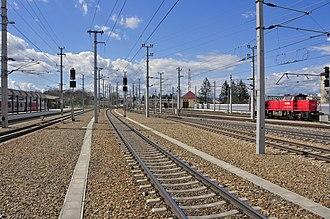 St. Pölten Hauptbahnhof - Image: 13 04 13 st poelten bahnhof 222