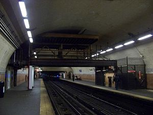 181st Street (IRT Broadway–Seventh Avenue Line) - Station view before the 2009 ceiling collapse