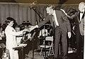 1975年 アラン・ホバネスの「日本の木版画による幻想曲」作品211を演奏した際の写真 中央がアラン・ホバネス 右が指揮者 アンドレ・コステラネッツ.jpg
