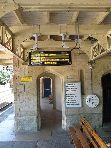 File:2012 at Bradford-on-Avon station - down side waiting shelter.jpg